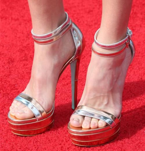 Anna-Faris-Feet-133ae199d593253ad.jpg