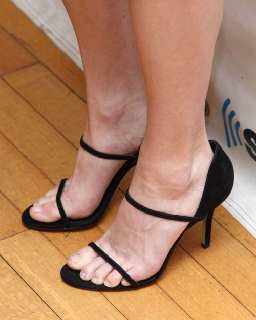 Anna-Faris-Feet-24134518d025cd59d.jpg