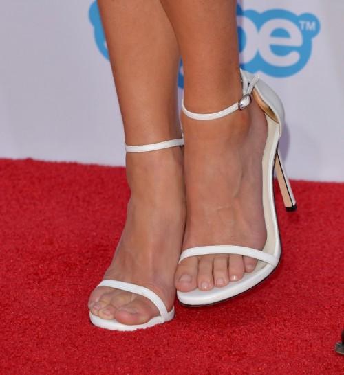 Anna-Faris-Feet-5e1d345b845b0e5c4.jpg