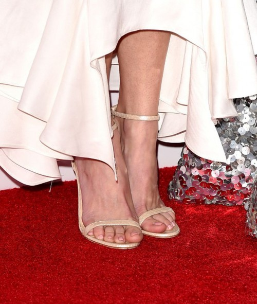 Anna-Faris-Feet-76068d368a4929bd8.jpg