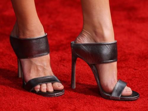 Anna-Faris-Feet-97a84134709560956.jpg