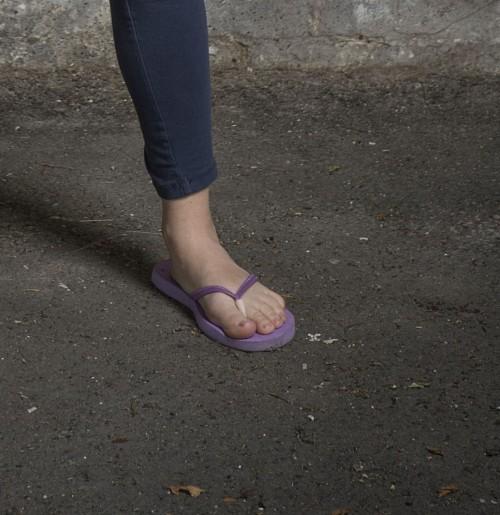 Anna-Friel-Feet-141781b355a01916d8.jpg