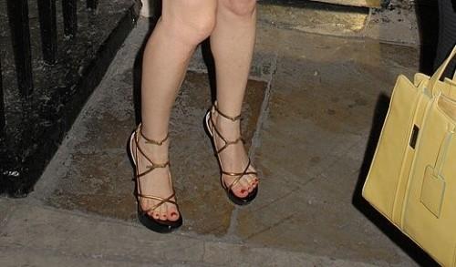 Anna-Friel-Feet-20bbda465b213c266a.jpg