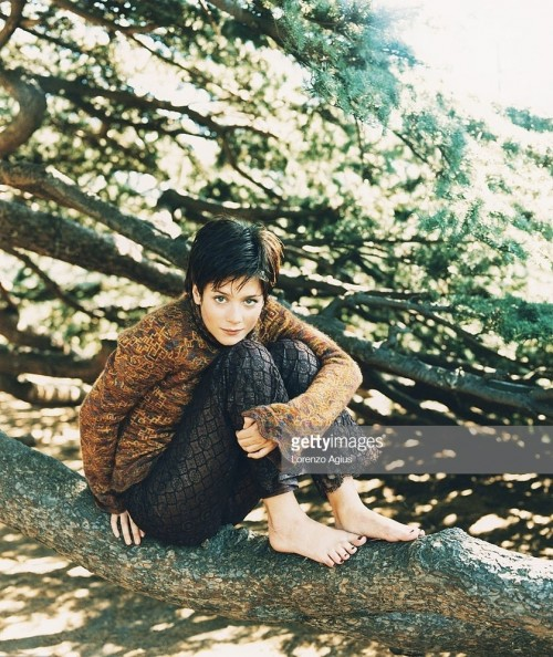Anna-Friel-Feet-21ff23b1f221acc674.jpg