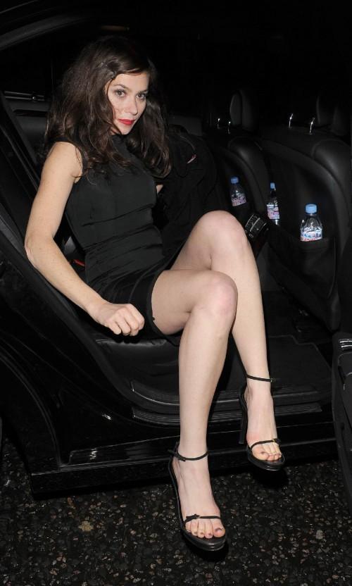 Anna-Friel-Feet-270749bd97a512e10.jpg