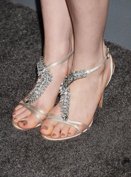 Anne-Hathaway-Feet-1050027e2b6a348eea6.jpg