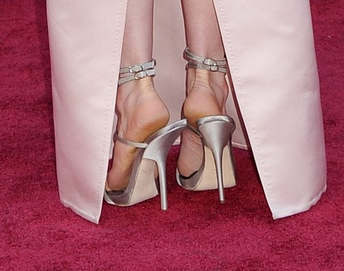Anne-Hathaway-Feet-107910a6c5ddaa4be92.jpg
