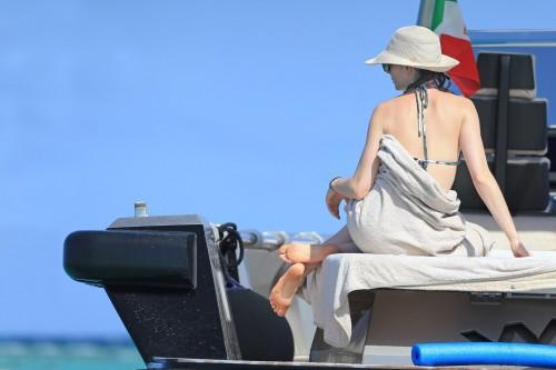 Anne-Hathaway-Feet-1108ed5f21d162ca023.jpg