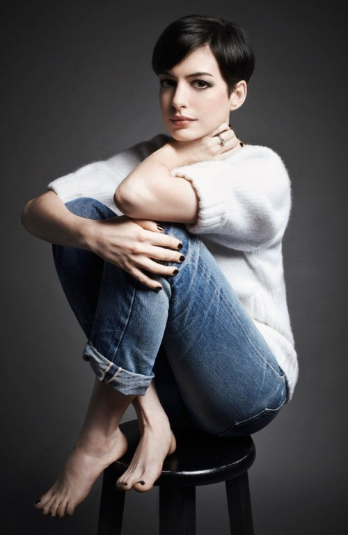 Anne-Hathaway-Feet-115bb0d197f0c1fd422.jpg