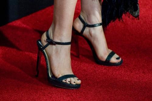 Anne-Hathaway-Feet-117c64ebf14b4fb7ff7.jpg