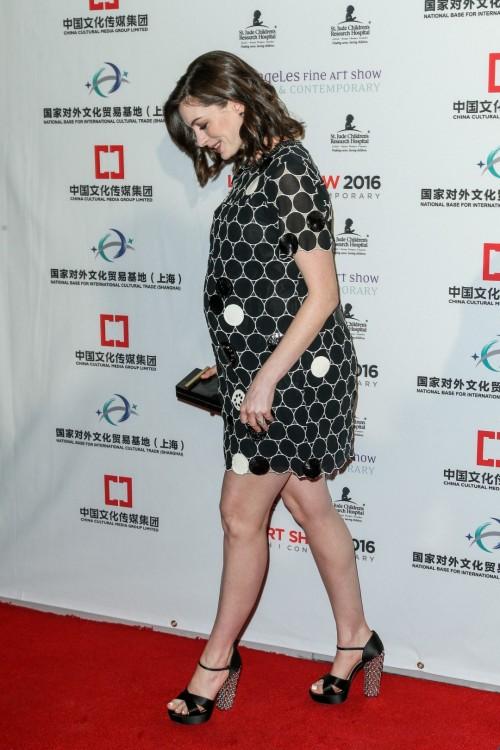 Anne-Hathaway-Feet-12029e66114fdf4c1f2.jpg