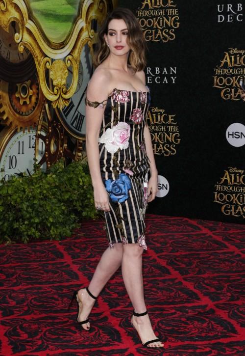 Anne-Hathaway-Feet-12535f75a537421b2c5.jpg