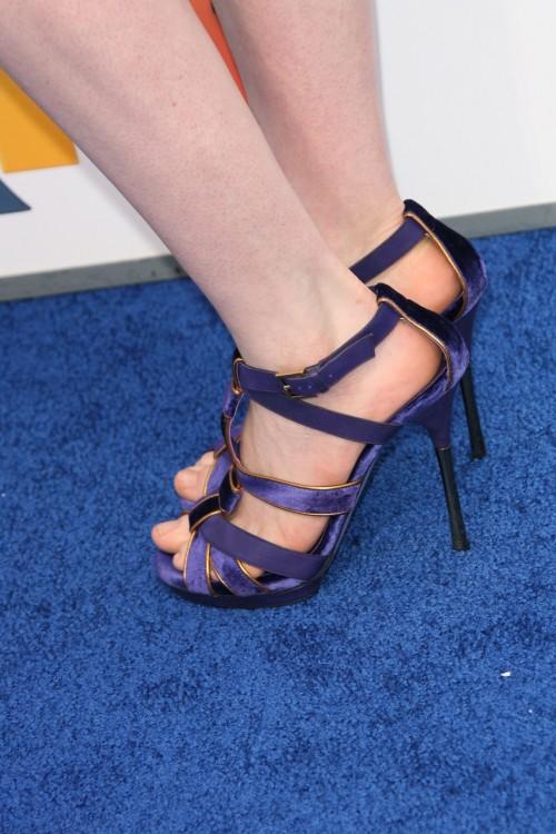 Anne-Hathaway-Feet-12868146af14fe6bed2.jpg