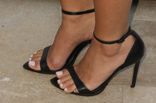 Antoinette-Nikprelajs-Feet-36b26588a74a41dfec.jpg
