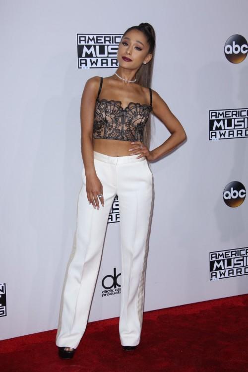 Ariana-Grandes-Feet-334df0bd974f02889e2.jpg
