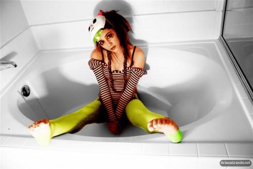 Ariana-Grandes-Feet-34573ae5f0bd09785a0.jpg