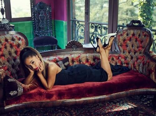 Ariana-Grandes-Feet-353d072315ccff2452a.jpg