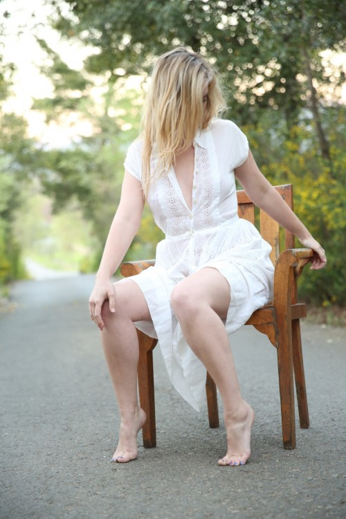 Ashley-Johnson-Feet-1914c387b0a40ebfa.jpg