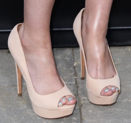 Ashley-Johnson-Feet-4fc47b6ad905916bc.jpg