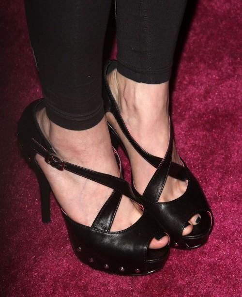 Avril-Lavigne-Feet-11c9c356453730242c.jpg
