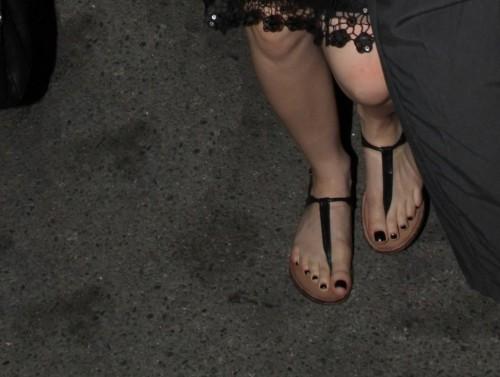 Avril-Lavigne-Feet-171061b6856e380fc0.jpg