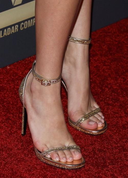 Bella-Thornes-Feet-52610394fef6abe8ee9.jpg