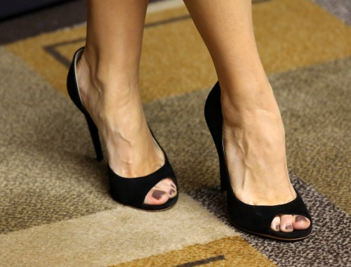 Bellamy-Young-Feet-102ca13a4c66962ca5.jpg