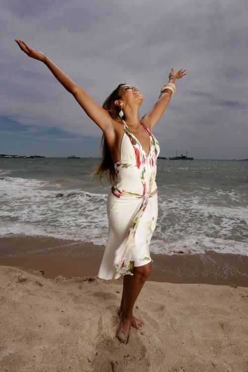 Beyonces-Feet-1525b4e2edd4cc810b.jpg