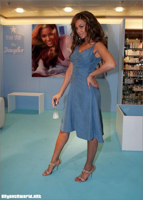 Beyonces-Feet-720f7f3253655f6cf.jpg