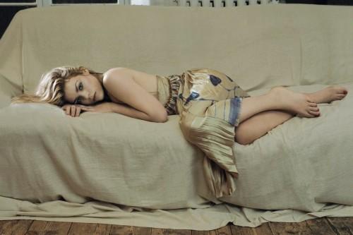 Billie-Piper-Feet-800b77ca267dd8675.jpg