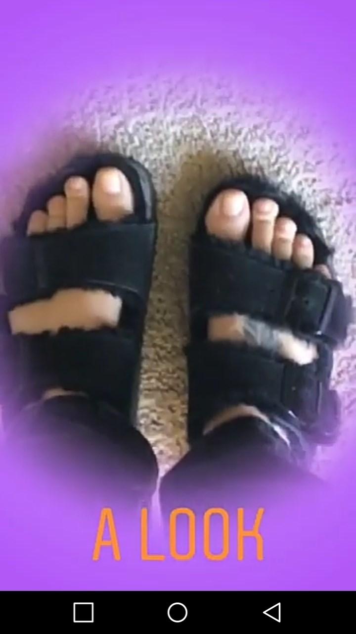 Brianna Hildebrand Feet