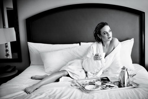 Brie-Larsons-Feet-19395620974881abafa.jpg