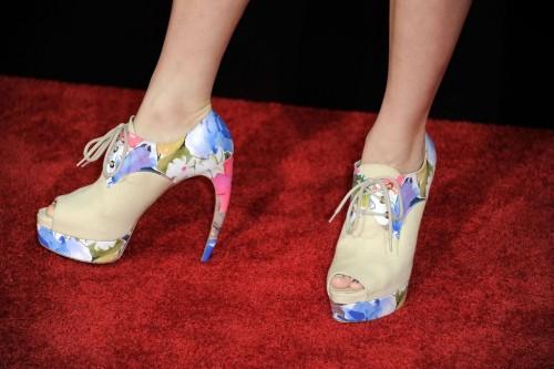 Brie-Larsons-Feet-57dae307d6b0e657cf.jpg