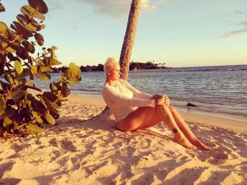 Brigitte-Nielsen-Feet-14262cc00df6d9394d.jpg