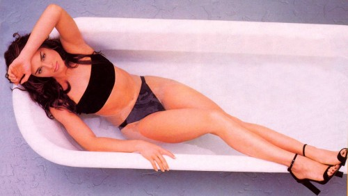 Brooke-Shieldss-Feet-231a39473cab9e6f143.jpg