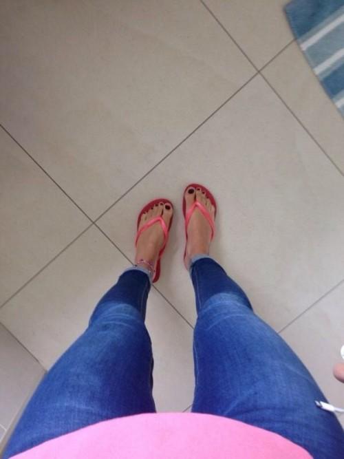 Brooke-Vincent-Feet-697de744fdfae326d.jpg