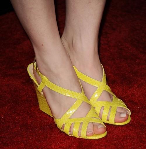 Bryce-Dallas-Howards-Feet-7498b00ee14d999729.jpg