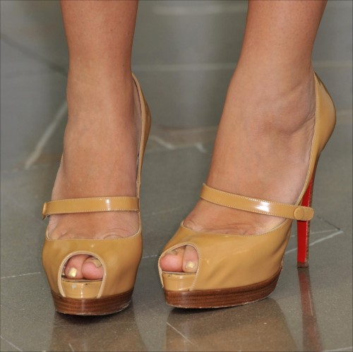 Busy-Philipps-Feet-112786255199e1b21f.jpg