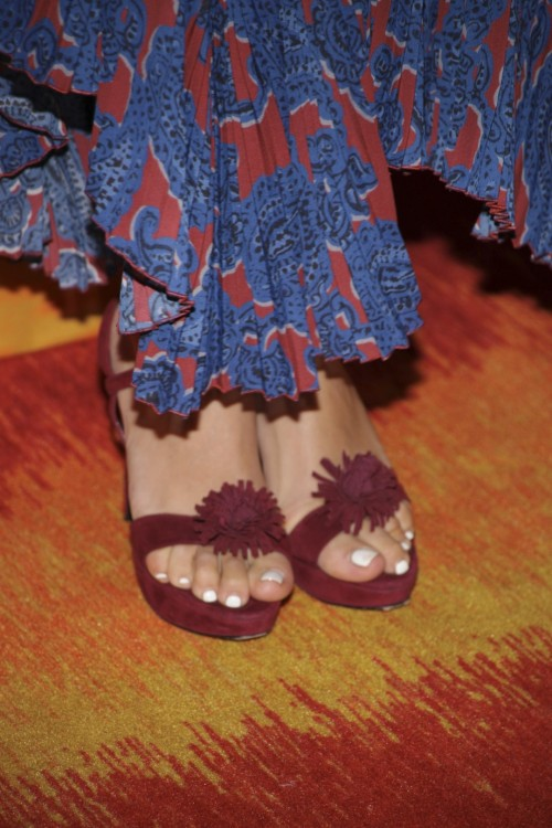 Busy-Philipps-Feet-155f1fb8ec25fbae52.jpg