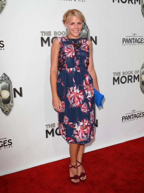 Busy-Philipps-Feet-57468a47eba7d88a5.jpg