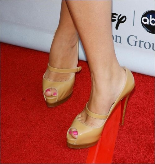 Busy-Philipps-Feet-7c13a5d890541caf8.jpg