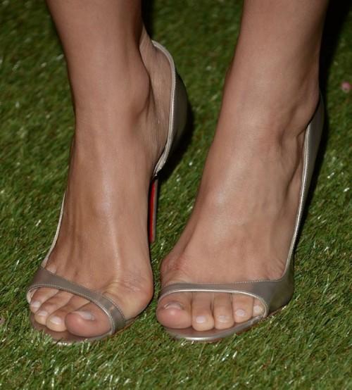 Camilla-Belle-Feet-14ef7146d611c24d0e.jpg