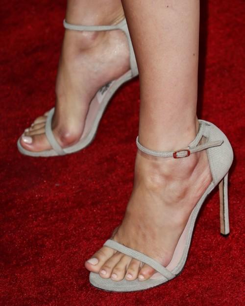 Camilla-Belle-Feet-32f79655c835f50252.jpg