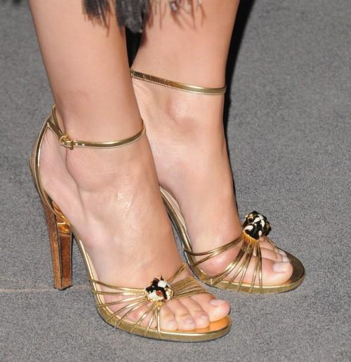 Camilla-Belle-Feet-8ed92e441601651bf.jpg