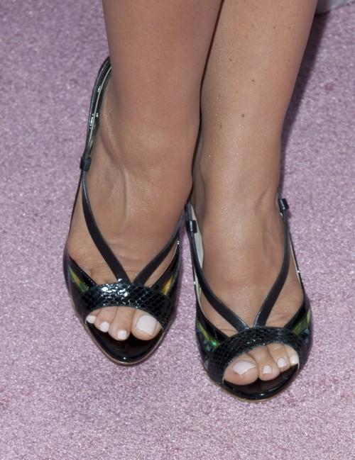 Carmen-Electra-Feet-262601146c63ae00d50f4b6.jpg