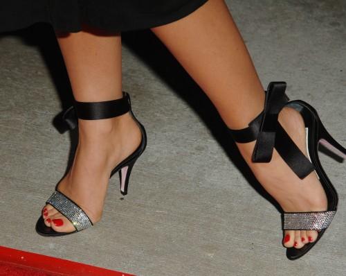 Carmen-Electra-Feet-26315806a6b7f40aa66a2f3.jpg