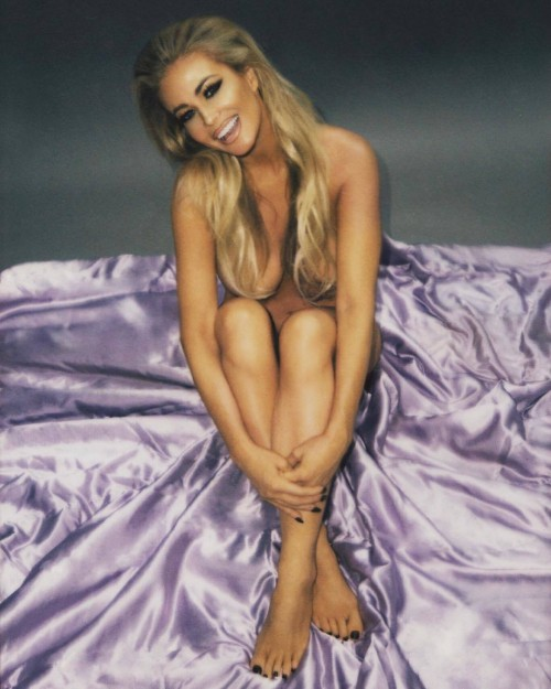 Carmen-Electra-Feet-37316691548b1047ce7715b.jpg