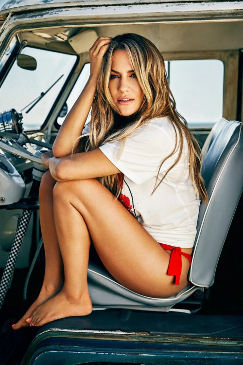 Caroline-Flack-Feet-20cead3ca1fbfae185.jpg