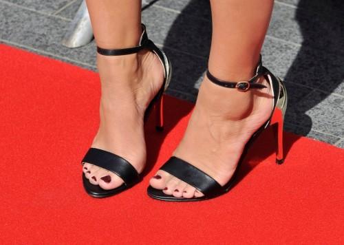 Caroline-Flack-Feet-3e8554f30d8759710.jpg