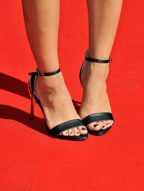 Caroline-Flack-Feet-4a3ffb66d668c6dbd.jpg